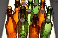 jetzt neu: Praktische Bügelverschlussflaschen mit Reliefprägung