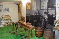 Holzbierfässer wurden bis in die 1960er Jahre in der Küferei hergestellt